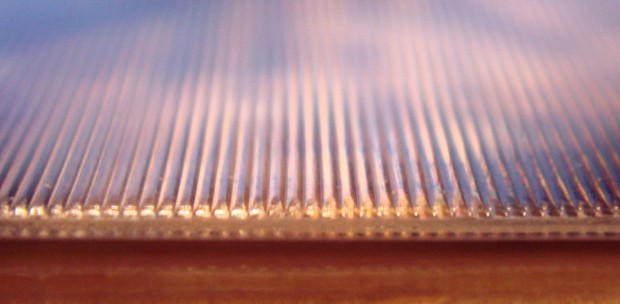 Close_up_of_the_surface_of_a_lenticular_print